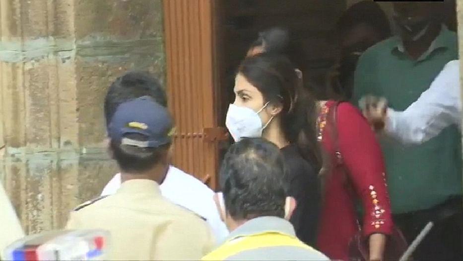 बड़ी खबर LIVE: रिया चक्रवर्ती को 14 दिन के लिए भेजा गया जेल, लेकिन NCB ऑफिस में ही कटेगी आज की रात