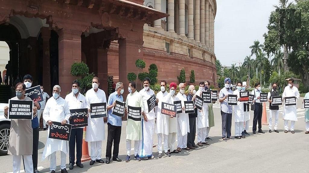 सड़क से संसद तक किसान बिल पर संग्राम, विपक्षी दलों ने संसद परिसर में गांधी से अंबेडकर प्रतिमा तक निकाला मार्च