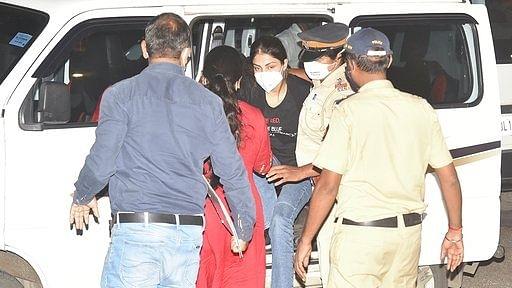 रिया ड्रग केस की जांच में एनसीबी की रडार पर बॉलीवुड की 3 बड़ी हस्तियां, पूछताछ के लिए किए जाएंगे तलब?