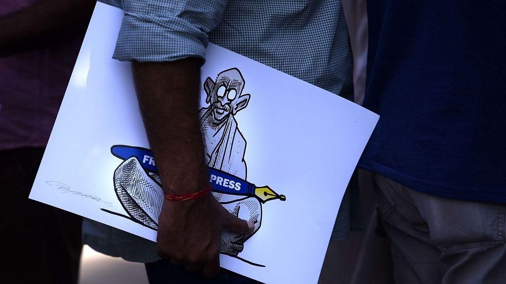 पुण्य प्रसून बाजपेयी का लेख: पत्रकारिता छोड़ रायसीना हिल्स पर रेंग रहा है मीडिया