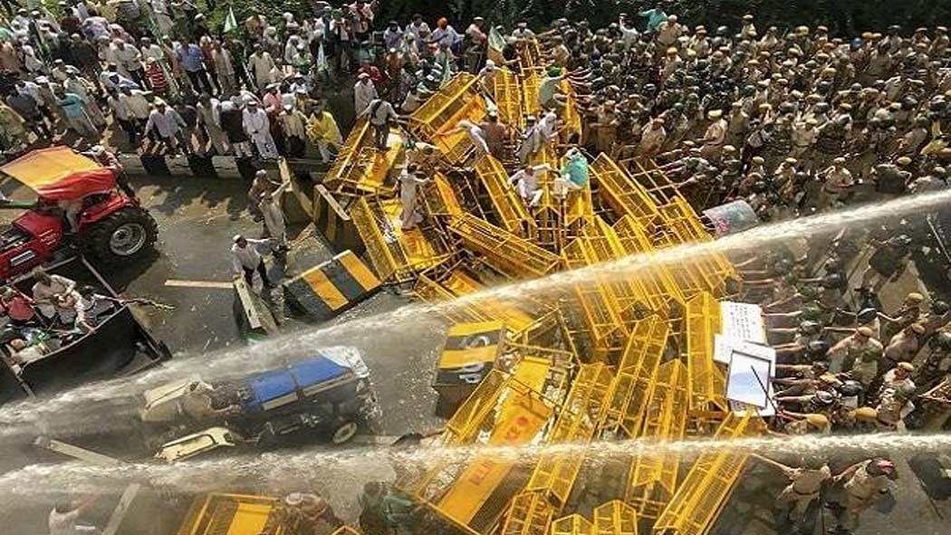 आकार पटेल का लेख: न लोकतंत्र बचा है, न नागरिक अधिकार, आखिर ऐसा कैसे बन गया भारत!