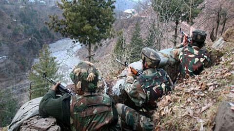 जम्मू-कश्मीर में LoC पर पाकिस्तानी गोलाबारी में तीन जवान शहीद, 5 घायल, तनाव बढ़ा, हाई अलर्ट घोषित