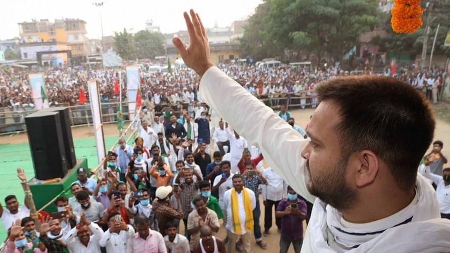 बिहार चुनावः पिता लालू यादव के पदचिह्नों पर तेजस्वी, चुनाव में संभाल रखी है आरजेडी के अभियान की कमान