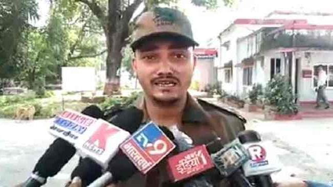 यूपी: थाने में फौजी की पिटाई, रोते हुए पीड़ित बोला- इंसाफ़ नहीं मिला तो CM दफ़्तर के बाहर कर लूंगा आत्मदाह, देखें वीडियो