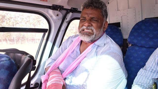 बिहार चुनाव: मुजफ्फरपुर में गिरा पप्पू यादव का मंच, हाथ फ्रैक्चर, कई लोगों को आई चोट