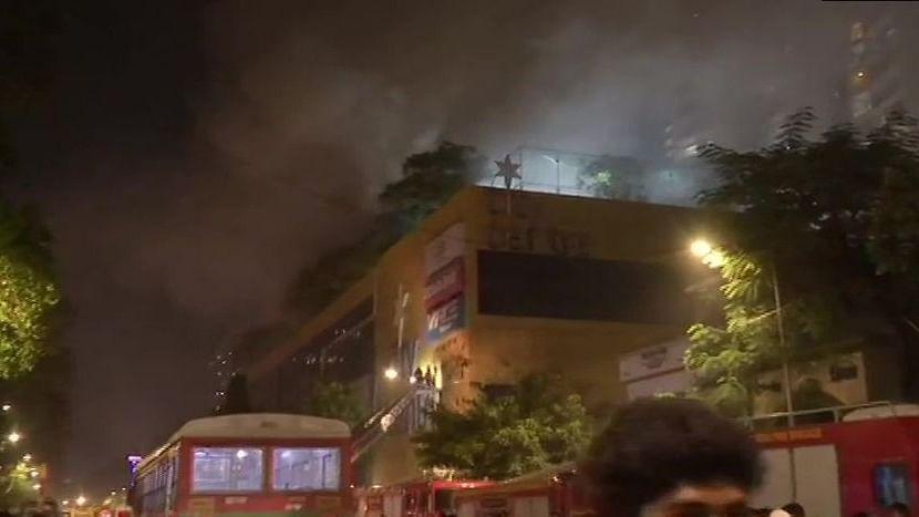 बड़ी खबर LIVE: मुंबई के नागपाड़ा में मॉल में लगी आग, दमकल की 8 गाड़ियां मौके पर, फिलहाल कोई नुकसान नहीं