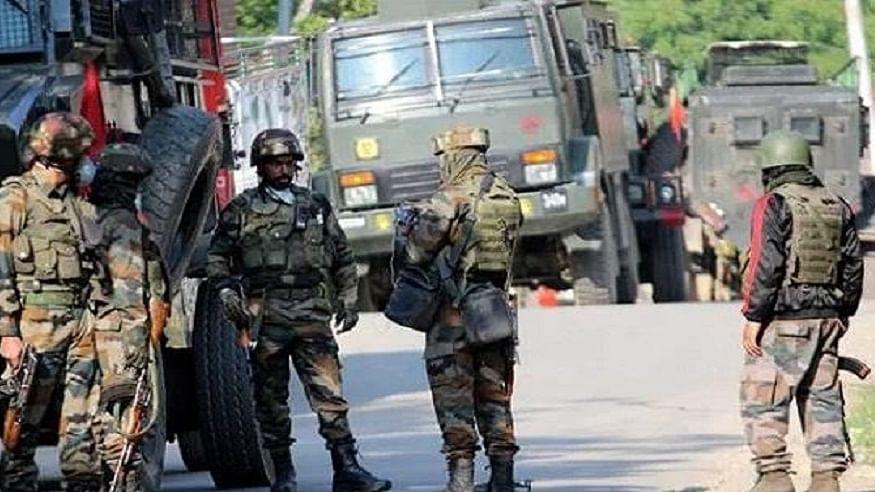 जम्मू-कश्मीर: पुलवामा में सुरक्षा बलों की टीम पर आतंकी हमला, एक जवान घायल, पूरे इलाके को घेरा गया