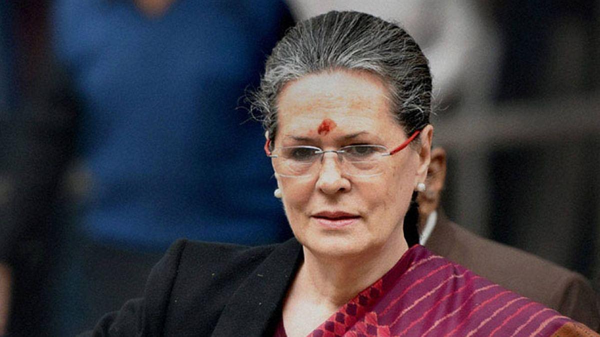 सोनिया गांधी का लेख: भारतीय लोकतंत्र को खोखला किया जा रहा है