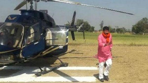 पटना में बाल-बाल बचे बीजेपी सांसद मनोज तिवारी, हवा में 40 मिनट मंडराता रहा हेलीकॉप्टर, हुई इमरजेंसी लैंडिंग