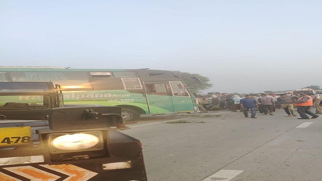 45 यात्रियों को दिल्ली से कानपुर लेकर जा रही बस अलीगढ़ में पलटी, 3 लोगों की मौत, कई घायल