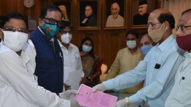 राज्यसभा चुनाव: बीएसपी में बगावत, 5 प्रस्तावकों ने नाम लिया वापस, अखिलेश से की मुलाकात