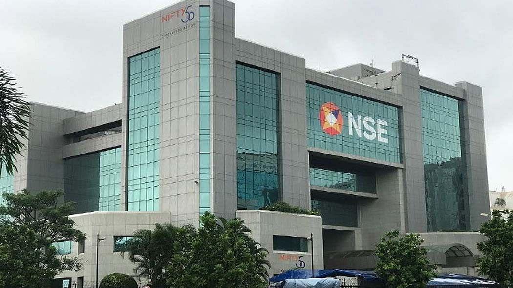 अर्थ जगत की 5 बड़ी खबरें: इन बैंक ने ग्राहकों को दिया बड़ा तोहफा! और एनएसई पर लगा 6 करोड़ का जुर्माना