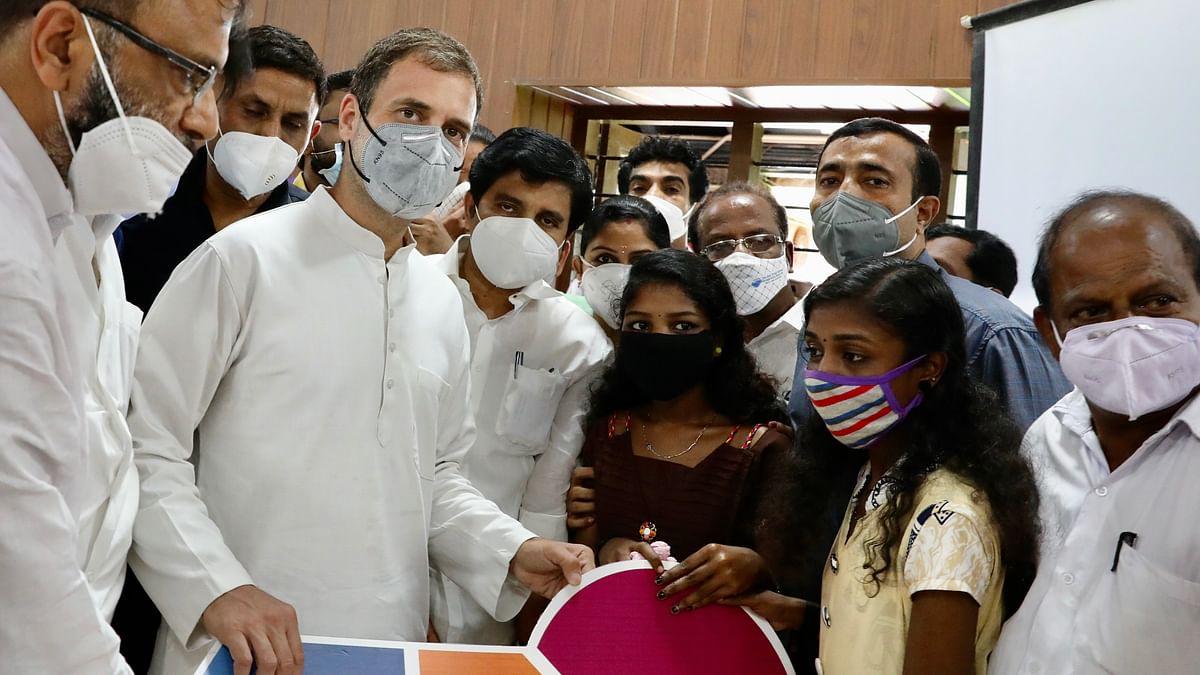 राहुल गांधी ने निभाया वादा, भूस्खलन में सबकुछ गंवा चुकी छात्राओं को सौंपी नए घर की चाबी