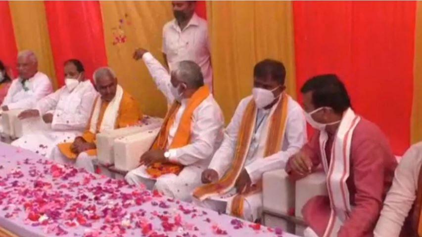 बलिया गोलीकांड में बीजेपी का दोहरा चेहरा उजागर, प्रदेश अध्यक्ष ने आरोपी का साथ देने वाले विधायक पर बरसाए फूल