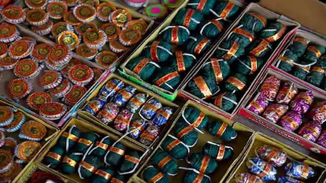 दिवाली से पहले पटाखों की बिक्री को लेकर दिल्ली पुलिस की बड़ी कार्रवाई, सभी लाइसेंस किए निलंबित