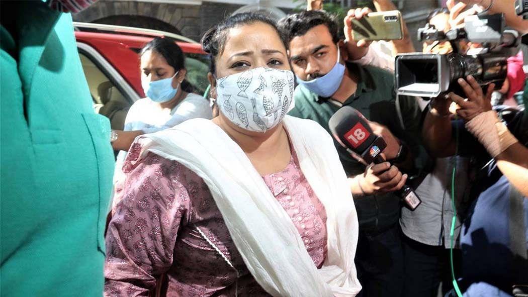 सिनेजीवन: भारती सिंह और हर्ष को 4 दिसंबर तक न्यायिक हिरासत और सना खान ने मौलाना मुफ्ती संग किया निकाह