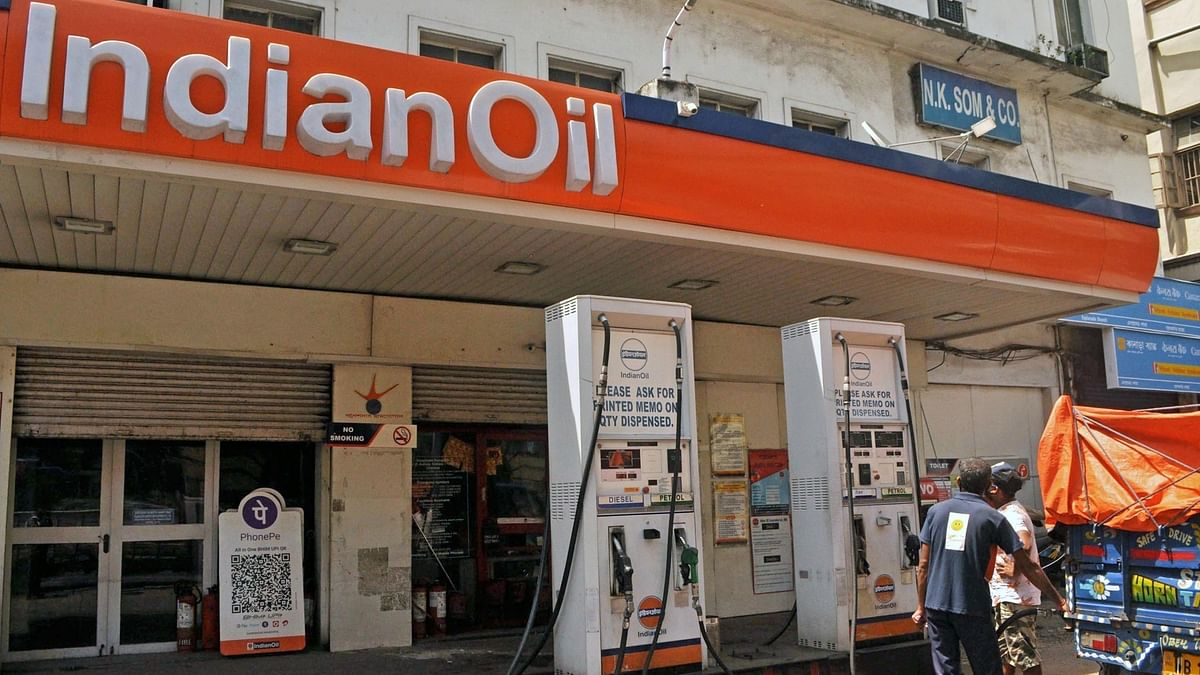 अर्थ जगत की 5 बड़ी खबरें: पेट्रोल, डीजल के दाम लगातार दूसरे दिन बढ़े और लगातार तीसरे सप्ताह तेजी के साथ बंद हुआ शेयर बाजार