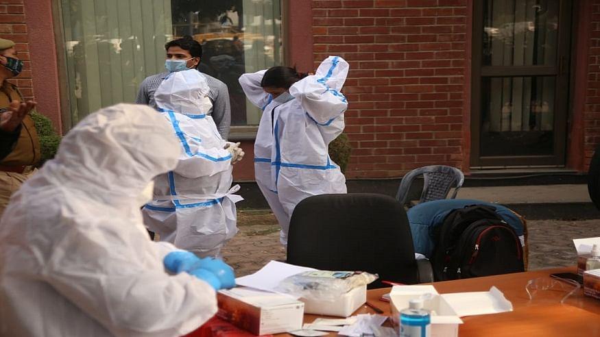 दिवाली के बाद नई लहर से देश में कोरोना संक्रमितों की संख्या में उछाल, 24 घंटे में 45,576 नए केस, 585 की गई जान