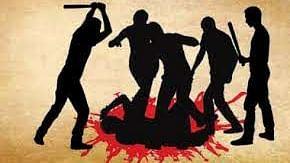 उत्तर प्रदेश में अब बीजेपी विधायक के बेटे ने किसान को पीटा, तानी बंदूक, आंदोलन की चेतावनी पर केस दर्ज