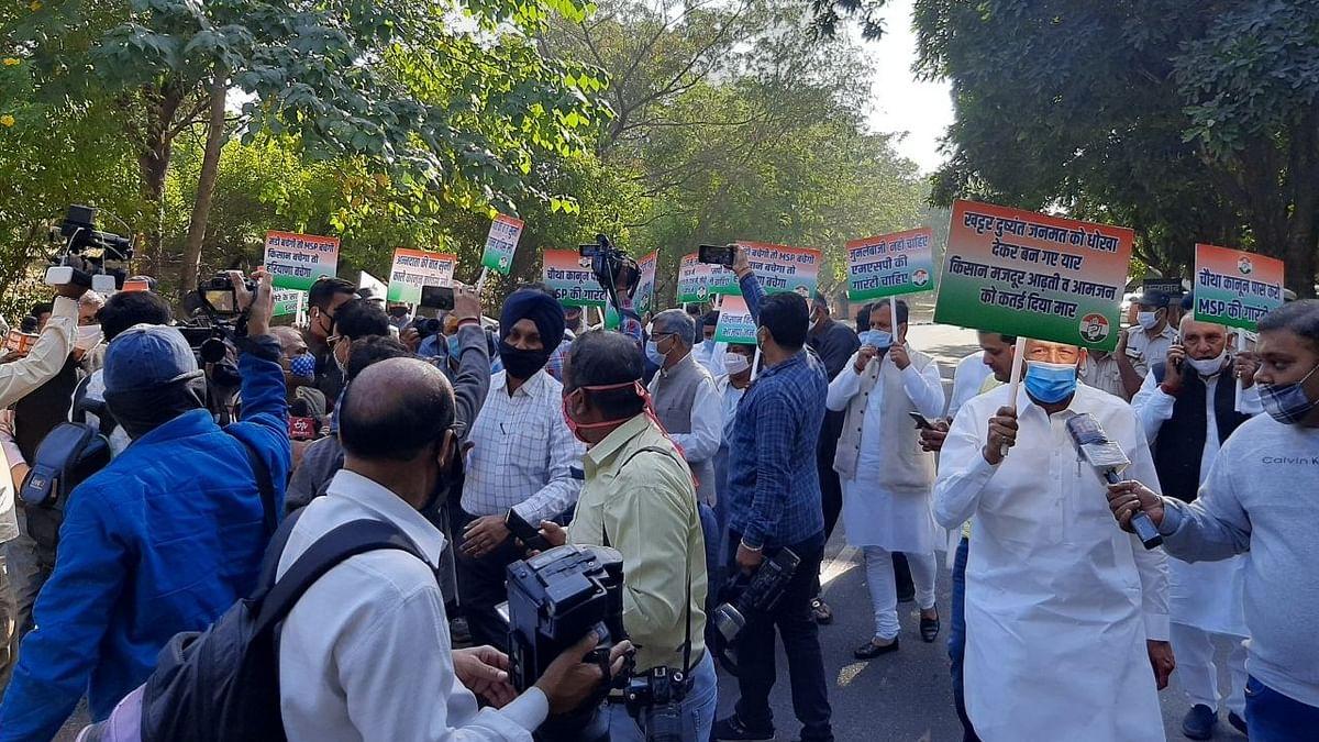 कृषि कानूनों के खिलाफ हरियाणा विधानसभा में  हंगामा, कांग्रेस विधायकों का सदन से बाहर मार्च