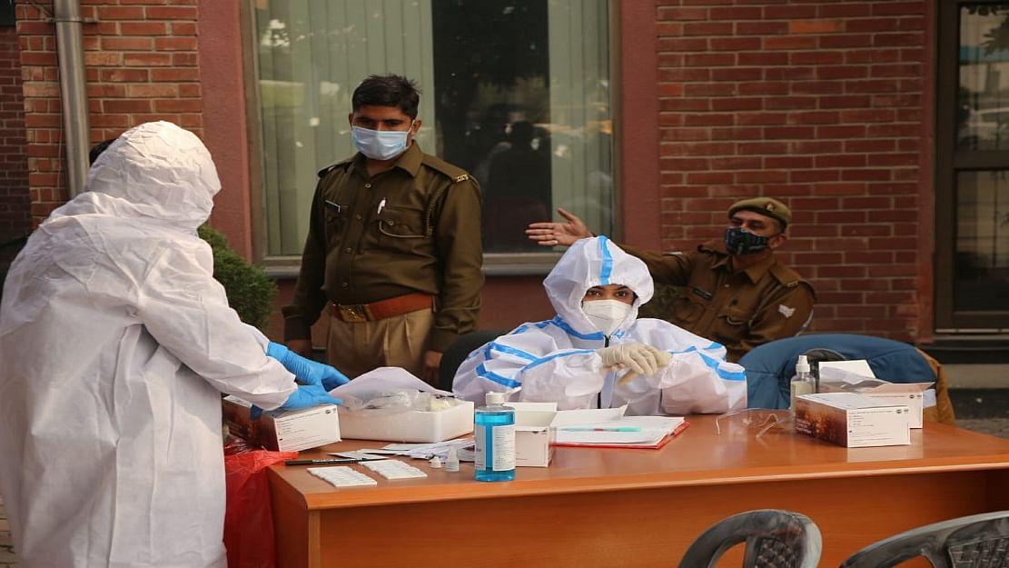 देश में कुल कोरोना संक्रमितों की संख्या 90 लाख के पार, 24 घंटे में 45,882 नए केस, 584 लोगों ने तोड़ा दम