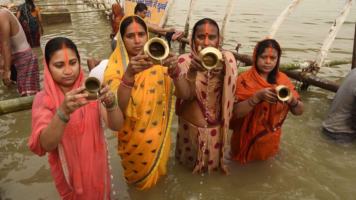 छठमय हुआ बिहार, भगवान भास्कर की भक्ति में डूबे लोग, कोरोना को लेकर इस बार घाटों पर विशेष इंतजाम
