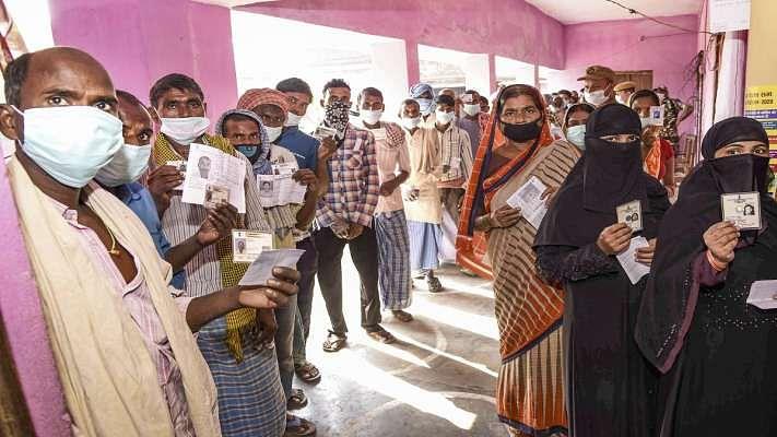 बिहार चुनावः हिंसा के दाग के साथ तीसरे चरण का मतदान संपन्न, शाम 5 बजे तक 55 फीसदी वोटिंग