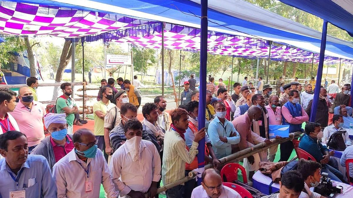 बिहार विधानसभा चुनाव नतीजे का पिक्चर अभी बाकी है! चुनाव आयोग ने कहा- देर रात तक आ सकते हैं नतीजे