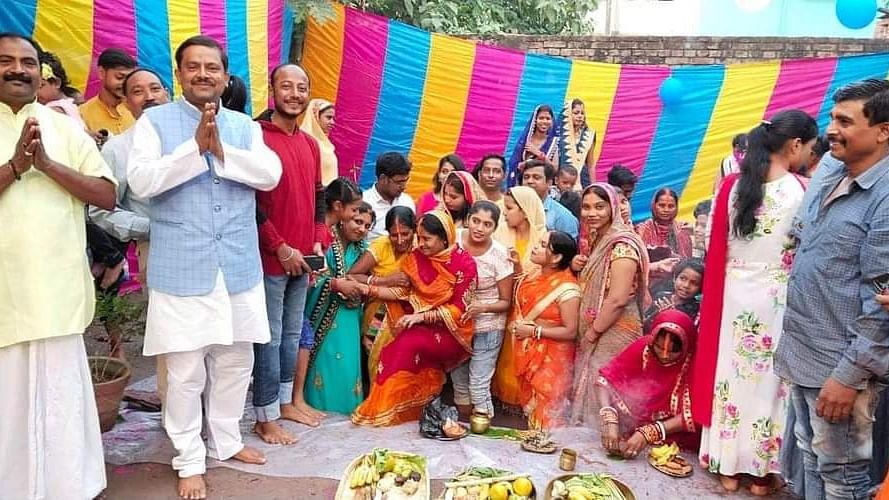 बिहारः महापर्व पर दिखी सौहार्द्र की मिसाल, मुस्लिम युवक ने छठव्रतियों के लिए आंगन में बनवाया जलकुंड
