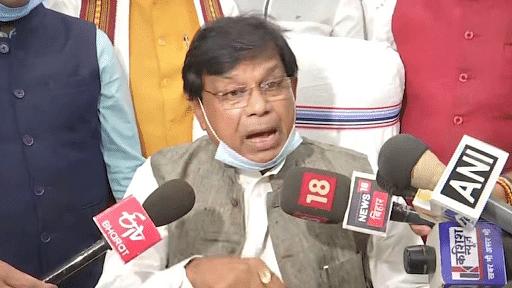 बिहार: शपथ के तीन दिन बाद ही मंत्री मेवालाल ने दिया इस्तीफा, तेजस्वी बोले- CM साहब महज एक इस्तीफे से बात नहीं बनेगी