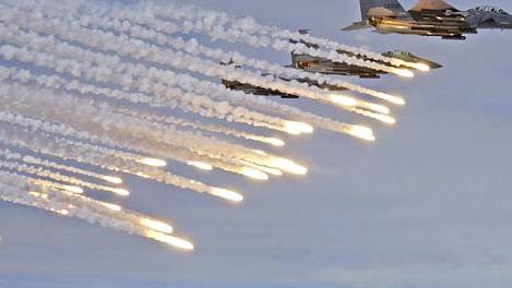 फ्रांस ने लिया आतंकी हमलों का बदला, अलकायदा पर एयरस्ट्राइक में 50 आतंकियों को मार गिराने का दावा