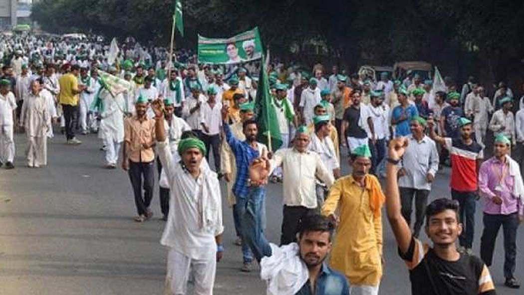 नवजीवन बुलेटिन: बड़ी संख्या में दिल्ली कूच की तैयारी में किसान और फिल्म सिटी को लेकर शिवसेना का योगी पर वार