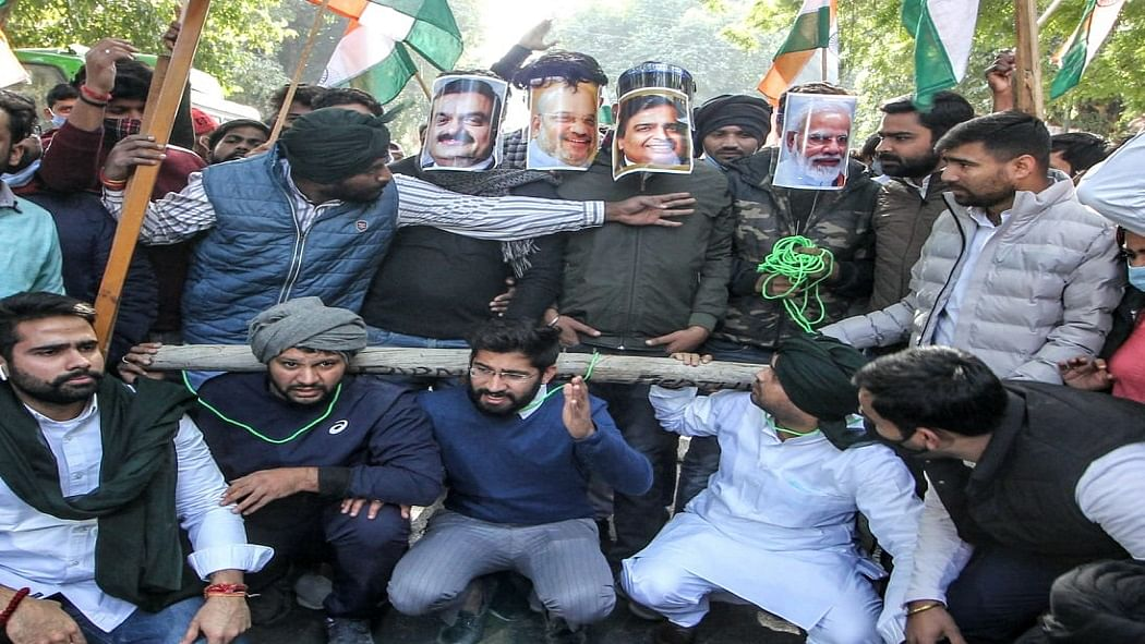 अन्नदाताओं के समर्थन में NSUI का तिरंगा मार्च, बताया कैसे PM के 'मित्रों' के हाथों में हैं किसानों की लगाम!
