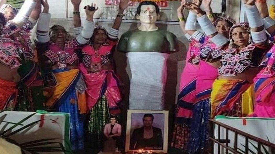 वीडियो: इस गांव के लोगों ने सोनू सूद को दिया भगवान का दर्जा, मंदिर बनाकर की जा रही पूजा