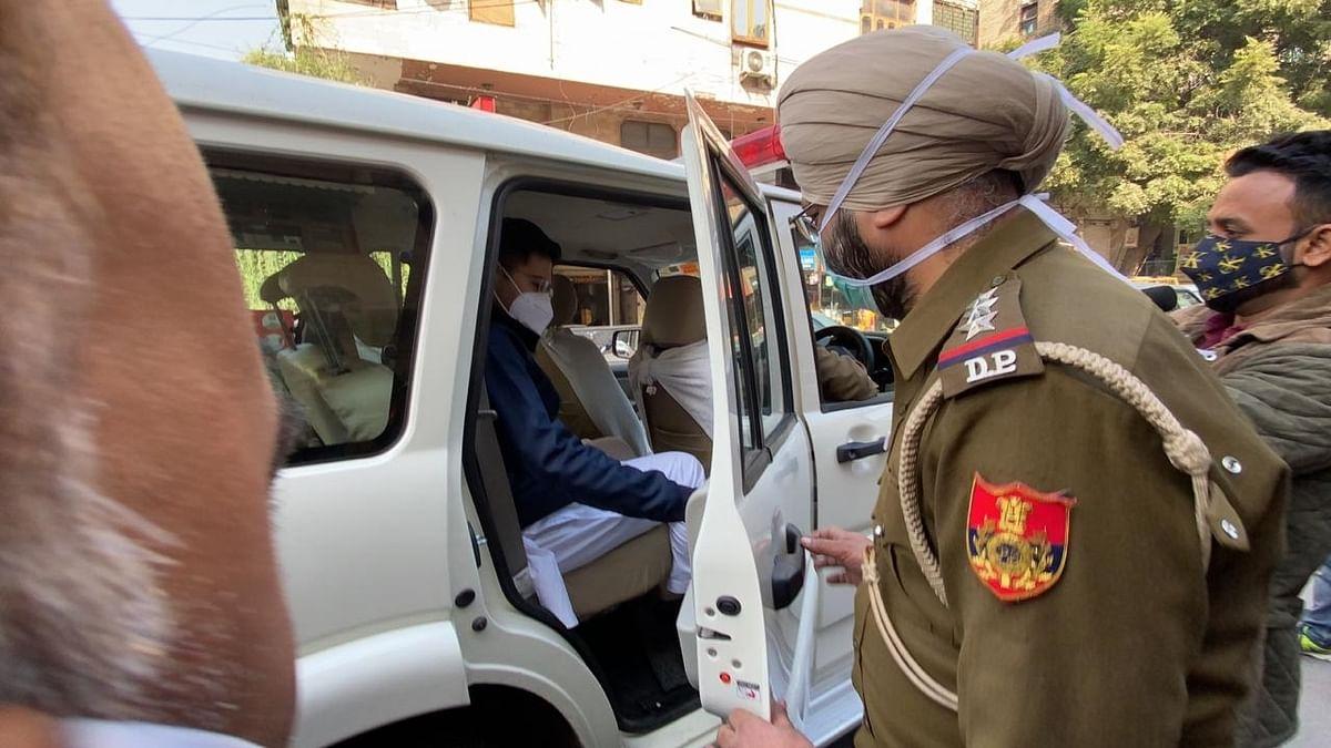 'MCD ने किया दिल्ली के इतिहास का सबसे बड़ा घोटाला', गृहमंत्री के घर पर धरना देने जा रहे थे AAP विधायक, पुलिस ने पकड़ा