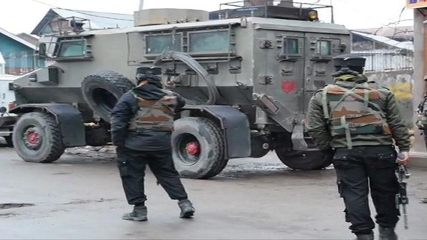 जम्मू-कश्मीर के पुलवामा में आतंकियों पर प्रहार, सुरक्षा बलों ने मुठभेड़ में तीन आतंकवादियों को किया ढेर