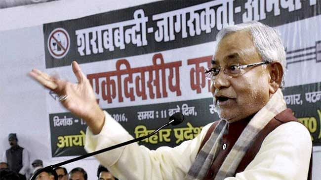 बिहार में शराब बंद, पर महाराष्ट्र से ज्यादा पीते हैं लोग, सरकारी सर्वे से नीतीश के कानून की खुली पोल