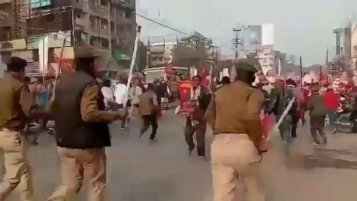 किसान आंदोलन: नए कृषि कानूनों के खिलाफ बिहार में किसानों ने निकाला राजभवन मार्च, पुलिस ने भांजी लाठियां