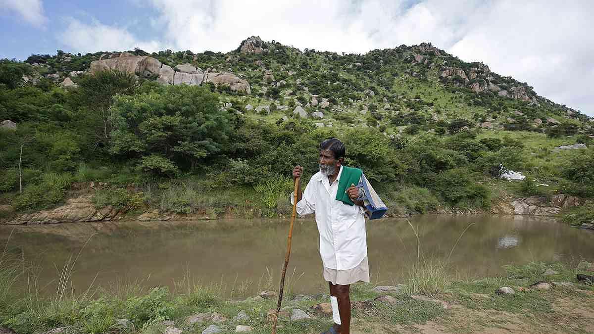 वीडियो: 'पॉन्ड मैन'- एक ऐसा चरवाह जिसने भेड़ बेचकर बना डाले 16 तालाब, आज पूरा देश कर रहा सलाम