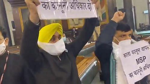 संसद में पीएम मोदी का विरोध, AAP सांसदों ने लगाए नारे- काला कानून वापस लो, किसानों को आतंकवादी कहना बंद करो