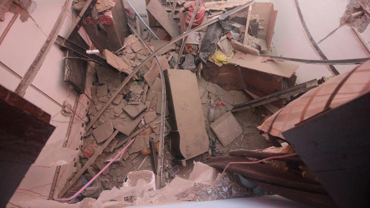 दिल्लीः खजूरी खास में इमारत ढही, तीन साल की बच्ची गंभीर रूप से घायल