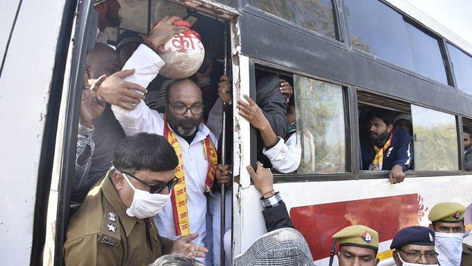 कांग्रेस की 'गाय बचाओ' यात्रा से डरी योगी सरकार? हिरासत में लिए गए पार्टी अध्यक्ष अजय कुमार लल्लू समेत कई कार्यकर्ता