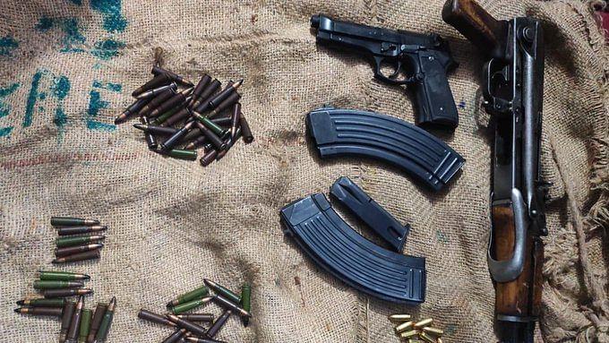 जम्मू पुलिस ने किया आतंकी मॉड्यूल का भंडाफोड़, दो लोगों के पास से AK-47 समेत कई हथियार बरामद