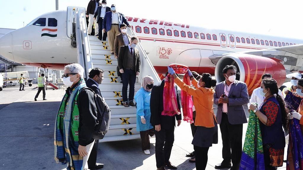 हैदराबाद में 60 से अधिक देशों के दूतों ने भारत बायोटेक किया दौरा, 'कोवैक्सीन' के बारे में दी गई जानकारी