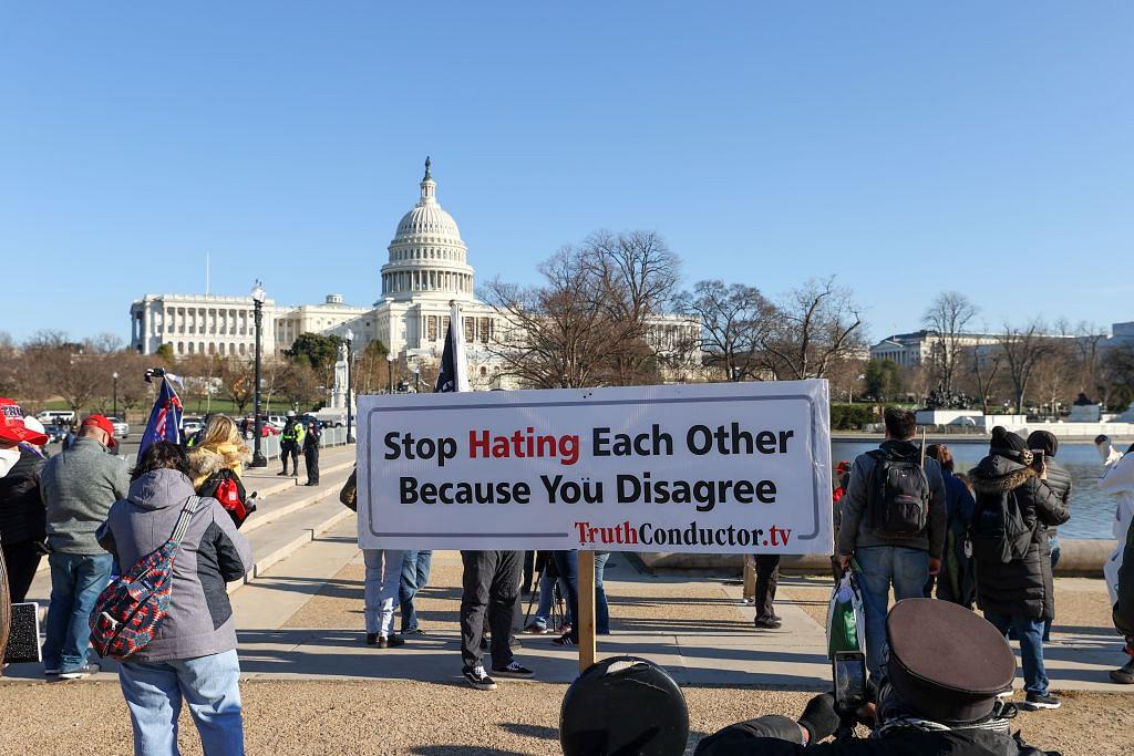 लोकप्रियता के निरंकुश दंभ में ट्रंप की हरकत अमेरिका और लोकतंत्र के लिए बड़े खतरे का संकेत