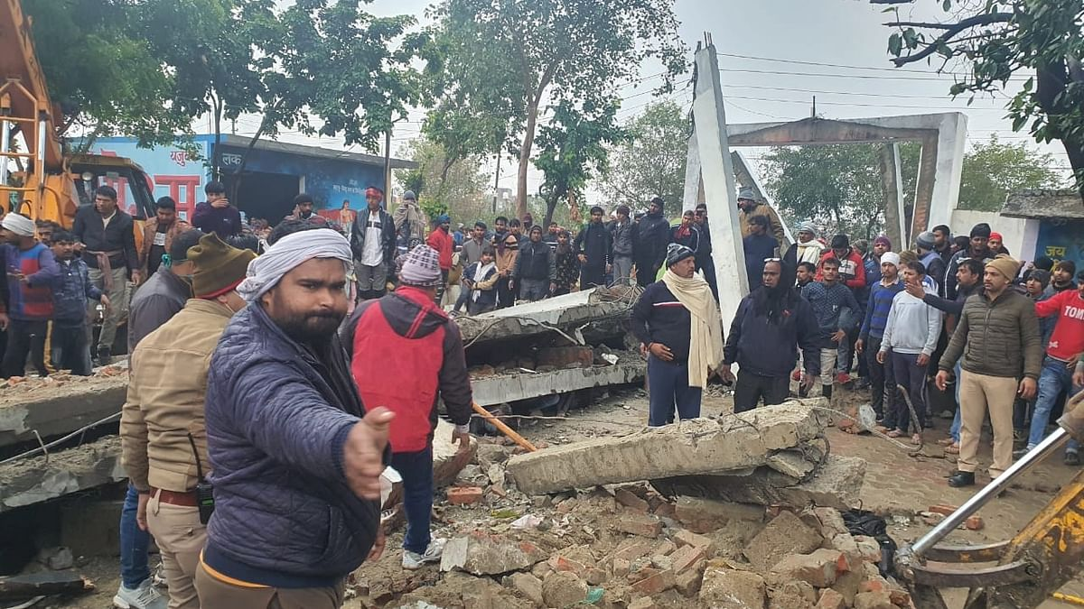 गाजियाबाद में बड़ा हादसा, श्मशान की छत गिरने से 21 लोगों की मौत, 20 जख्मी