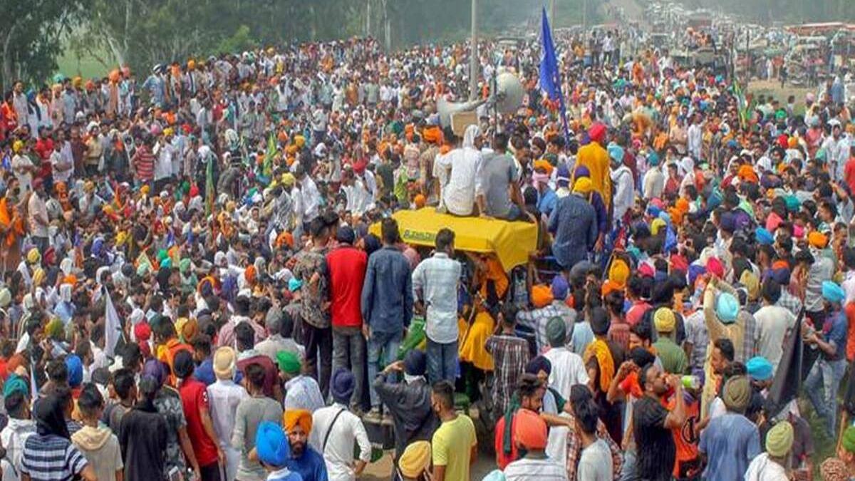किसानों को रोकने में यूपी पुलिस नाकाम! ट्रैक्टर रैली में शामिल होने बड़ी संख्या में दिल्ली आ रहे किसान