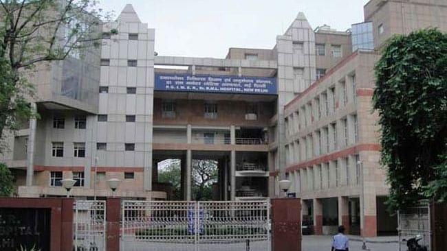 दिल्ली के सरकारी अस्पताल के डॉक्टरों ने कोवैक्सीन लेने से किया मना, कोविशील्ड लगवाने की रखी मांग