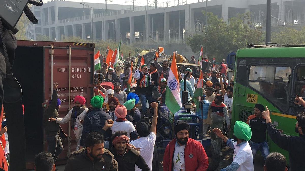 वीडियो: दिल्ली में दिखा असली गणतंत्र, किसानों की ट्रैक्टर परेड के आगे सरकार ने डाले हथियार!