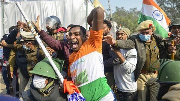 विष्णु नागर का व्यंग्यः हिन्दूवादी अधिकृत राष्ट्रवादी घोषित, विरोध दूर, भड़काने का आरोप भी नहीं लगा सकता कोई!